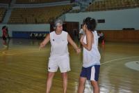 الآنسة سلام علاوي مشرفة مركز دمشق مع اللاعبات